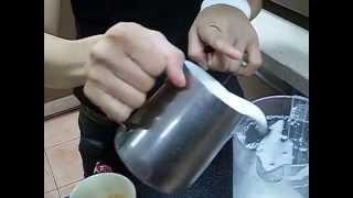 Latte Art ลายใบไม้ โดยแชมป์บาริสต้า (จีจี้)