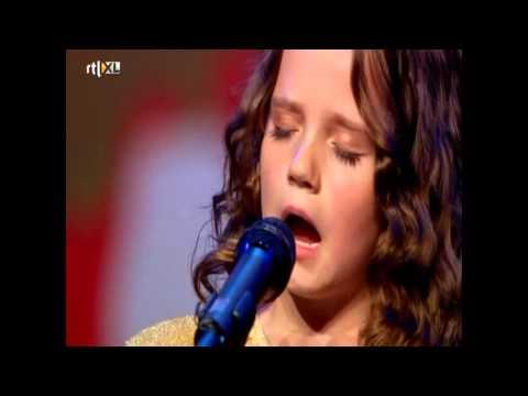 La Niña de 9 años que con tutoriales de Youtube aprendió a cantar ópera asombrosamente