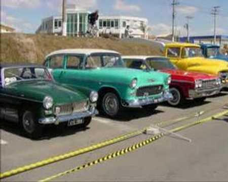 Vídeo com fotos de Carros Antigos.
