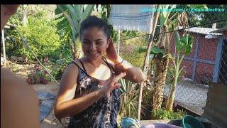 La Mamá De Josselin Nos Muestra Sus Habilidades - Las Pupusas 2 de 13