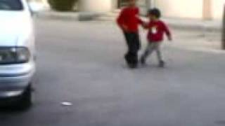 اتحداك ما تضحك احله طفلين  اجوهم داعش