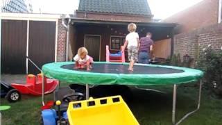 Noah & Elin lol @  trampoline