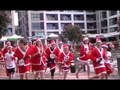Santas wipe out (un cut) Great NZ Santa Run Aucklands 2011.wmv