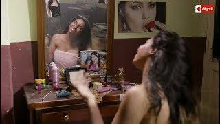 ذات مومنت لما تشوفي بينت أحلا منك زي ( Angelina Jolie ) جتك نيله في شكلك عقديني في عيشتي