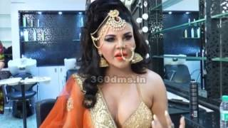 Bollywood Sex-Siren Rakhi Sawant Wants Indian Traditional Bride To Be SEXY!