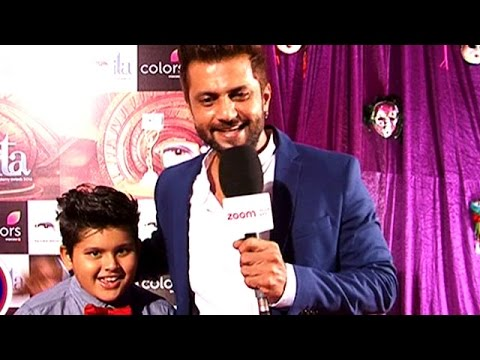 Aamir Dalvi Takes A Entry On Red Carpet With His Cute Little Son | #TellyTopUp