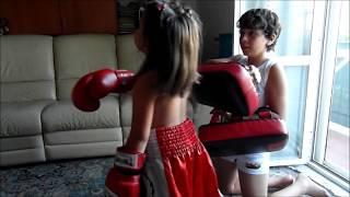LITTLE GIRL  Muay Thai !!
