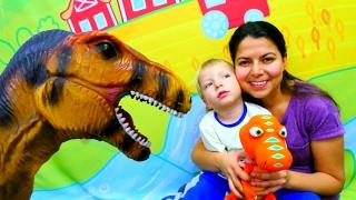 Dinozorlar GEMS. Çocuk oyunları, sürpriz yumurtalar