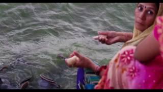 Desi women feeding HUGE catish