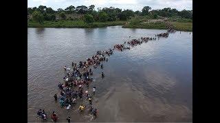 أول #قافلة من #مهاجري دول#أمريكا الوسطى تصل الحدود الامريكية  #بي_بي_سي_ترندينغ