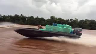 Mundo Novo- Após perseguição NEPON apreende embarcação com 25 mil maços de cigarros