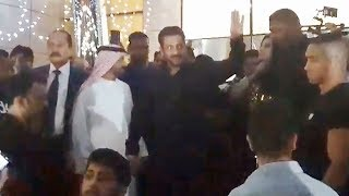 Salman Khan Grand Entry In Dubai | Crazy Fans In Dubai