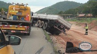 Acidente com carreta deixa trânsito lento na BR-101, em Silva Jardim, RJ