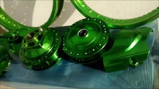 Efeito anodizado candy Green em cubos e aros de moto
