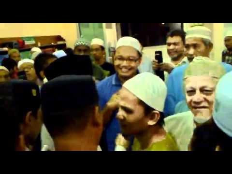 Imam Berani Halang Anwar Ibrahim Berpolitik di Masjid Tmn. Sri Pulai Perdana.mp4