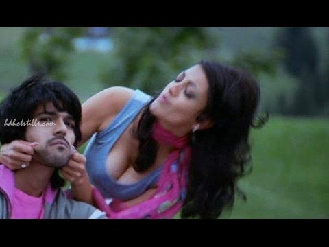 Kajal Agarwal Hottest boob show and kiss compilation