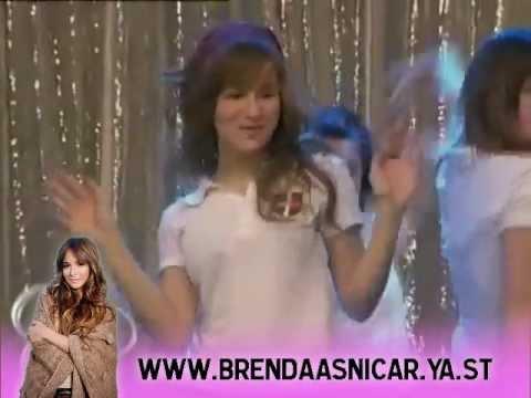Brenda Asnicar. Antonella y las divinas ensayando Quiero Patito Feo.
