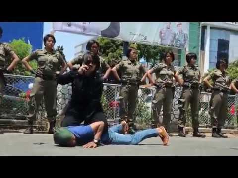 """Satpol PP Wanita Makassar """"Lumpuhkan Pejambret"""""""