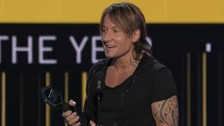 2017 CMT Awards: Keith Urban Takes Home 4 Awards, Adorably Dedicates Trophy to Wife Nicole Kidman