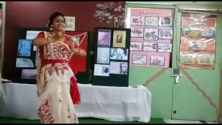 Momo chitte niti nritye dance