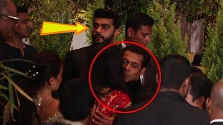 Watch+How+Salman+Khan+INGORES+Arjun+Kapoor+At+Sonam+Kapoor%27s+Grand+Wedding+Party