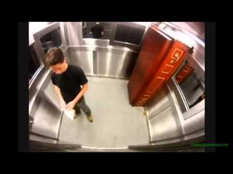 Broma del muerto en el ascensor