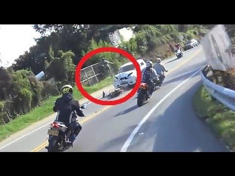 Fuerte accidente en moto AKT nkd choque contra camioneta