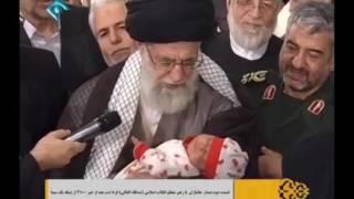 Pemimpin syiah Ayatullah Khamenei Azan-Qomat untukbayi