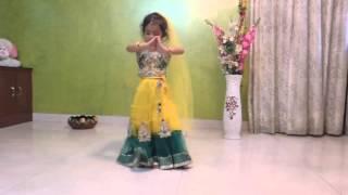 cute baby girl dance on maiya yashoda (must watch)
