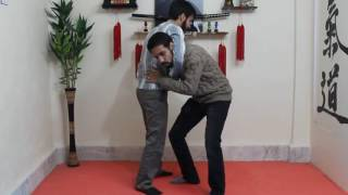 [آموزش دفاع شخصی خیابانی] - دفاع گرفتن گردن از جلو