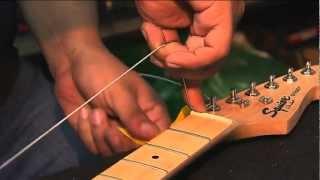 Como cambiar las cuerdas de tu guitarra [El Alternador]