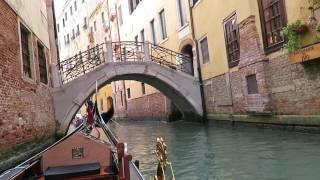giro in gondola nei canali di Venezia con guida HD (Beautiful Gondola Ride in Venice, Italy) 1/2