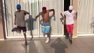 Meninos dançando funk
