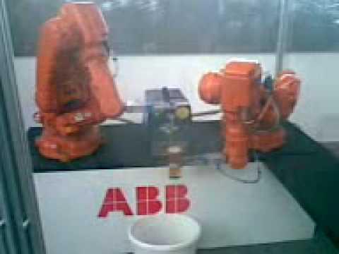 ABB Roboty čapuju pivo
