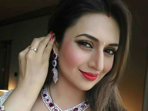 Top 10 most beautiful and famous t.v serial actress of 2017