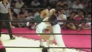 AJW - Bull Nakano & Bat Yoshinaga vs Akira Hokuto & Sakie Hasegawa (1/2)