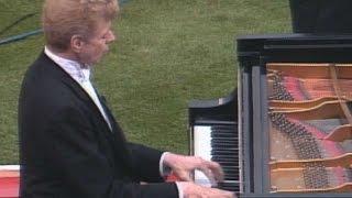 Van Cliburn performs rousing national anthem