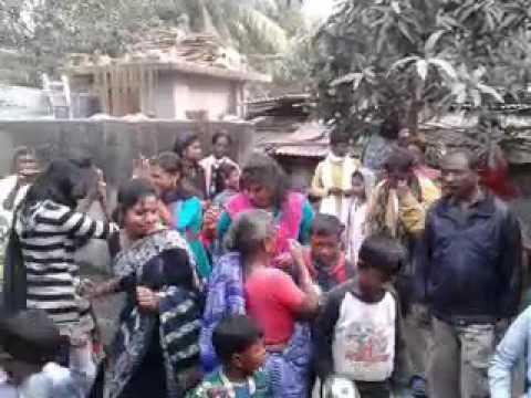 বিয়ের বাড়িতে আদিবাসী মেয়েদের নৃত্য### পার্বতীপুর গ্রামের