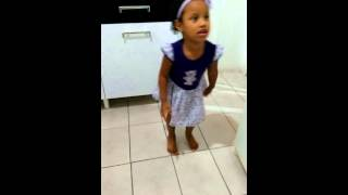 Maria Anita arrasando ao som de Anitta!