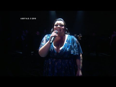 """Watch """"This Is Me"""" singer Keala Settle overcome with emotion at 2018 Oscars"""