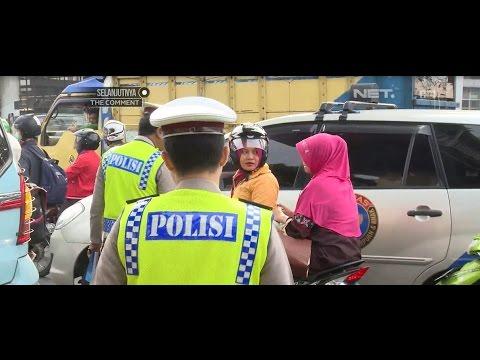 Ditilang Polisi, Perempuan ini Marah-marah Karena Ibunya Tidak Pakai Helm - 86