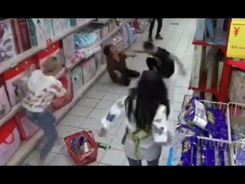 Cámara de seguridad graba una posesión demoníaca en un supermercado
