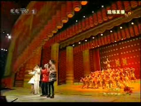 十七、歌曲《站起来》表演:成龙、陈奕迅、容祖儿、谭晶