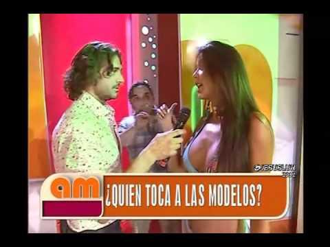 AM Desfile De Las Chicas Hot 06 01 2012