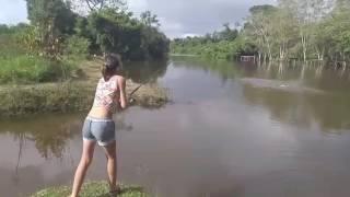 Entiada de Ester Tigresa dá show na equipe de pesca