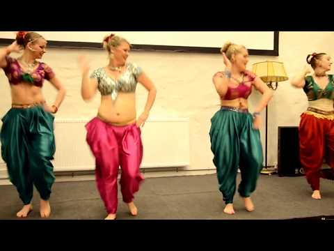Tamil medley dance by Swedish Girls kalasala kalasala osthi, jingunamani jilla & what a karuvad !