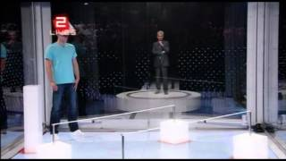 Funny contestant strips down to his pants to beat The Cube