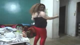 رقص منزلى رائع بالفيزون الاحمر من مدام شوشو