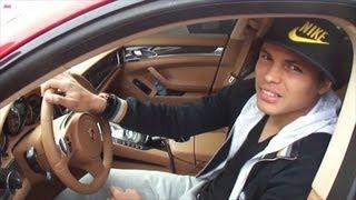 Thiago Silva en Porsche Panamera rouge au Camp des Loges - PSG