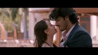 Sasha Agha kiss, bikini & sex scene with Arjun kapoor from the movie Aurangzeb HD